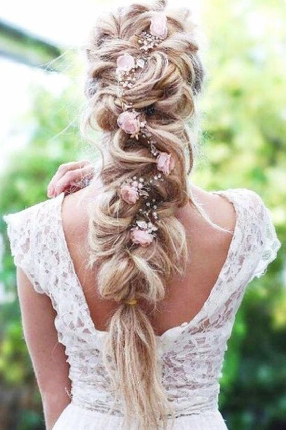 Hair Style; Bridal Hairstyle; Braid Hairstyle; Wedding; Scattered Hairstyle;Long Hair; Half Up Half Down; Loose Hair Style; Shoulder Length;Curly Hair; With Braids; Garland; Fluffy Hairstyle