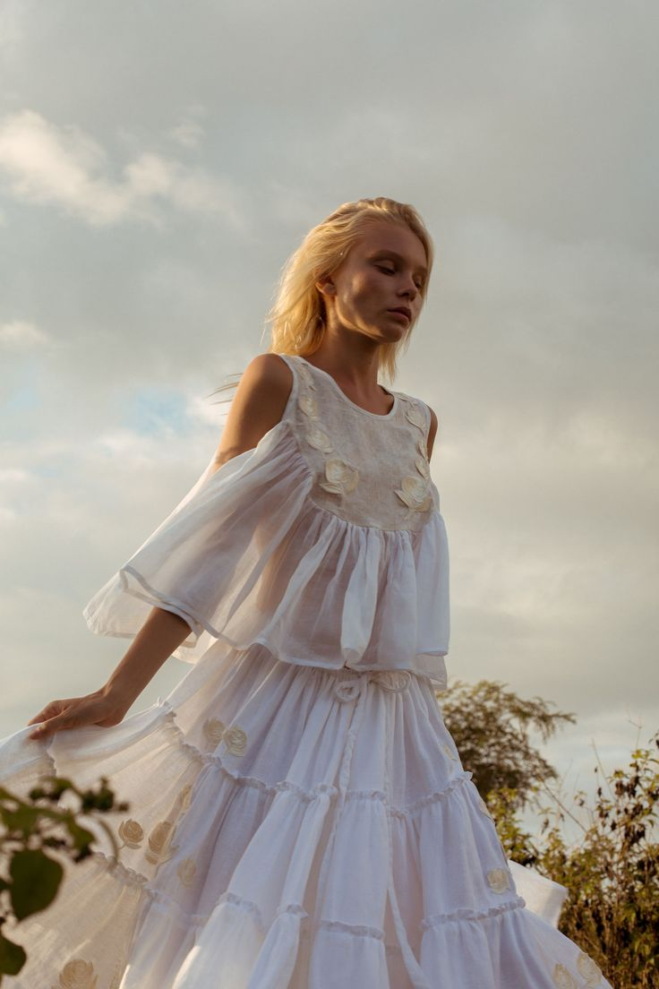 Ever since I made my first purchase of embroidered and smocked tops from Innika Choo, I've been waiting ever so impatiently for the launch of new product.TheBali-based Australian designer's long awaitedcollection finally launched last week and as expected, it's perfect. Dreamy brocade