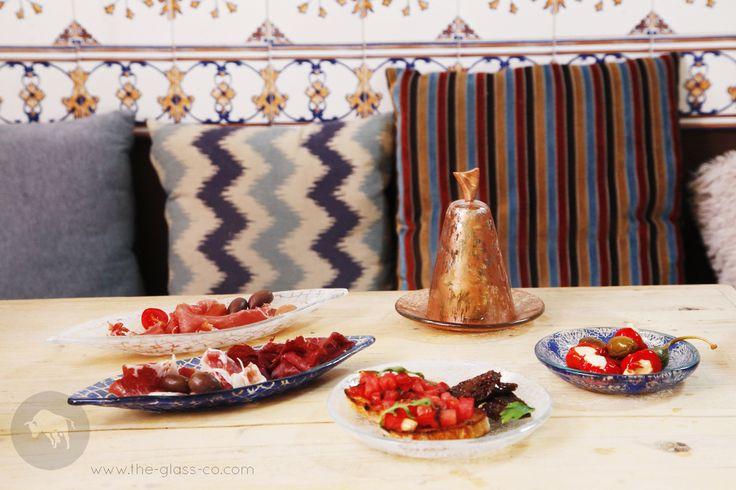 Mix n match dinnerware! Create a food presentation extravaganza! ➡Ask us at info@myglassstudio.com