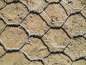 Kawat Bronjong Galvanis adalah susunan kawat yang terbuat dari   bahan Galvanis (baja) yang kuat, dengan konfigurasi tertentu   (berbentuk kotak dengan lubang segi enam atau segi empat) yang   berguna sebagai pengikat atau perkuatan dari tumpukkan batu.   Kawat Bronjong Galvanis dapat diaplikasikan ke berbagai dinding   penahan tanah model gravity wall di tepi sungai maupun laut.