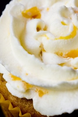 Whipped Cream Frosting with Peaches ~ Cupcake Project