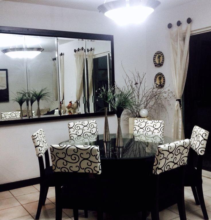 Lindo comedor con espejo para espacios peque os ideas for Espejos rectangulares para sala