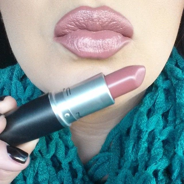 My lipstick choice for the day is MAC Fast Play. It's a beautiful neutral with a hint of pink mauve and is an amplified finish.