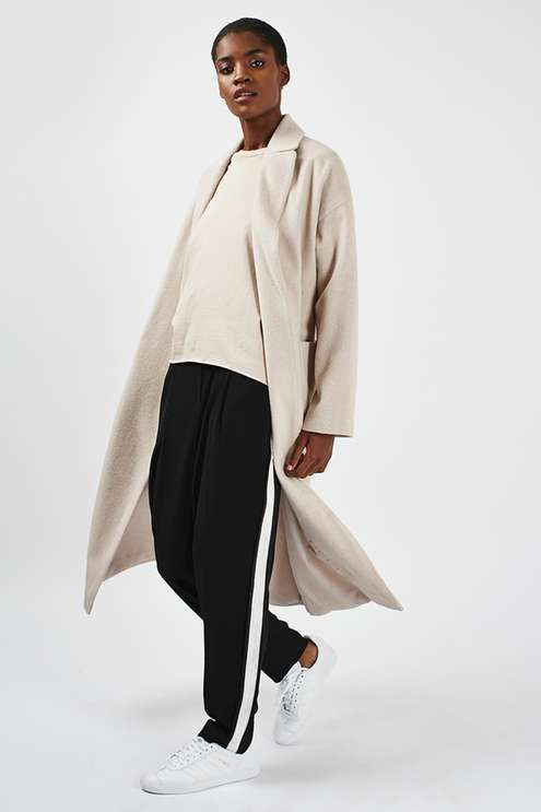 Make outerwear layers matter in this midi coat. With an on-trend slouchy fit it comes in a stylish oatmeal with practical pockets and features popper fastening detail. Wear with heeled ankle boots for a fashionable finish. #Topshop