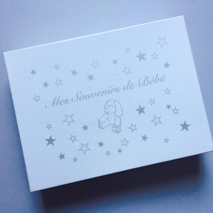 Boîte pour garder précieusement tous les souvenirs de bébé. Conçue par Ma Petite Fabrique à Montréal, QC. | My memories baby box printed in Montreal, QC