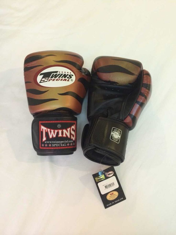 TWINS Payak Brown Twins Special Premium Leather  Made in Thailand  Size & Price: -   8oz: IDR 800,000.00 - 10oz: IDR 850,000.00 - 12oz: IDR 900,000.00 - 14oz: IDR 950,000.00  Contact: BOXAH Email: info@boxah.com Web: www.boxah.com Instagram: Boxahid Whatsapp: +6281295058111 BBM: 2B0D591A