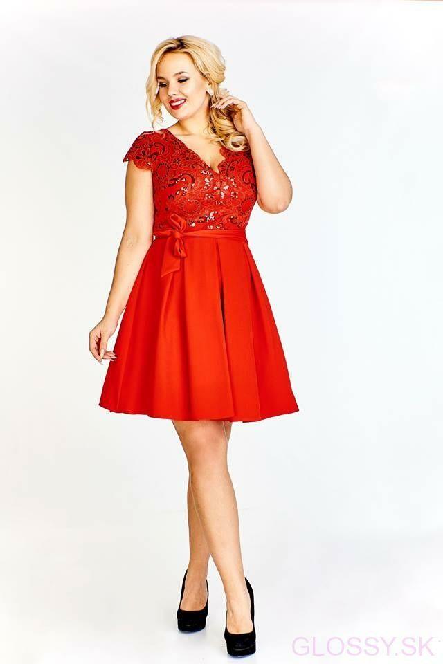b9d8cd3e5 Krátke šaty Lola sú vhodné na svadbu či inú spoločenskú udalosť. Vrch šiat  je zdobený