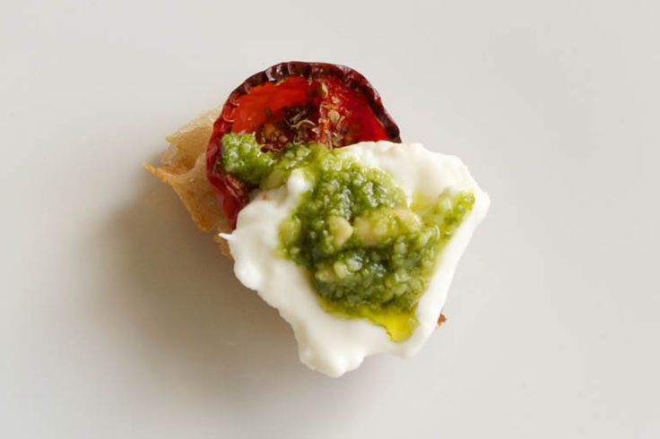 1000 images about apps finger foods on pinterest cheese for Mozzarella canape