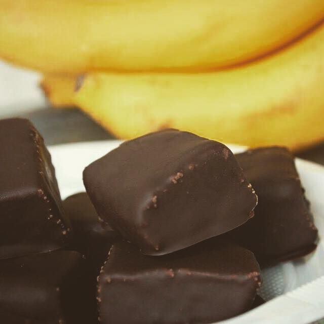Banana Chocolate Fudge fara zahar si cu un continut scazut de grasimi. Sunt gustoase, sanatoase si cu siguranta o sa va surprinda!