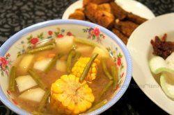 sundanese cuisine: sayur asem