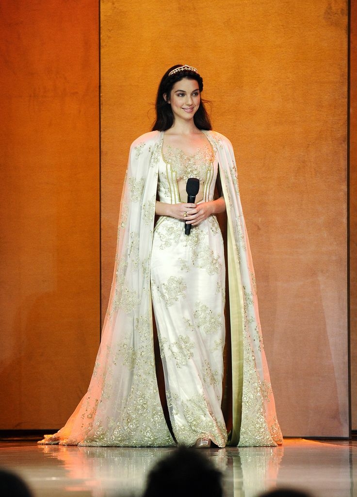 148 best reign images on pinterest adelaide kane queen for Reign mary wedding dress
