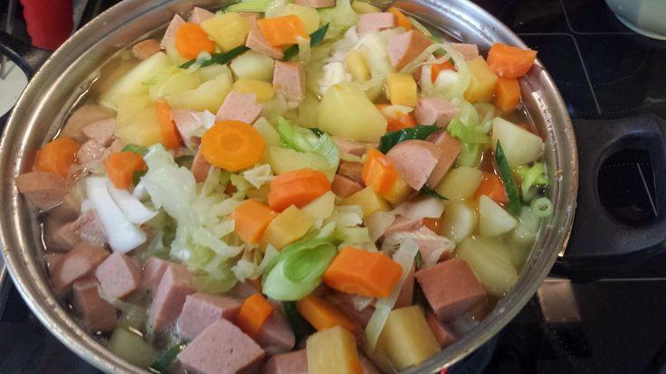 Dette er den ultimate høst suppen! Dette ble dagens middag, med ny bakt Røbetbrød! Alle grønnsakene jeg brukte i dag ble kjøpt lokalt av e...