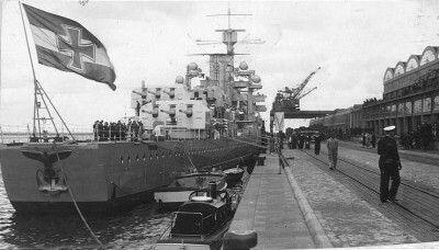 Odwiedziny krążownika Königsberg w Gdyni około 1935r. nabrzeże Francuskie