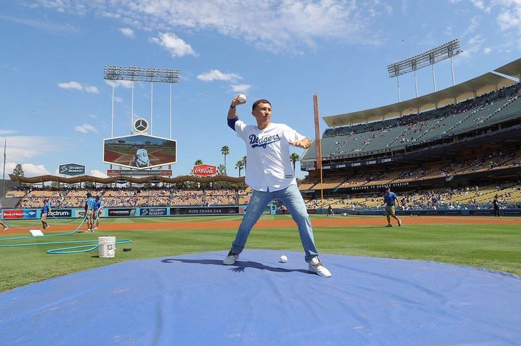 @gggboxing throwing the ceremonial first pitch at the #dodger game today in what is becoming a tradition prior to GGG fight week  #boxeo #boxing #caneloggg #ggg