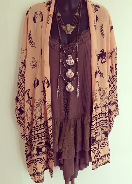 Soo lovely! This outfit reminds me of Stevie Nicks... looks like something she would wear. // #bohemian #fashion #jewelry