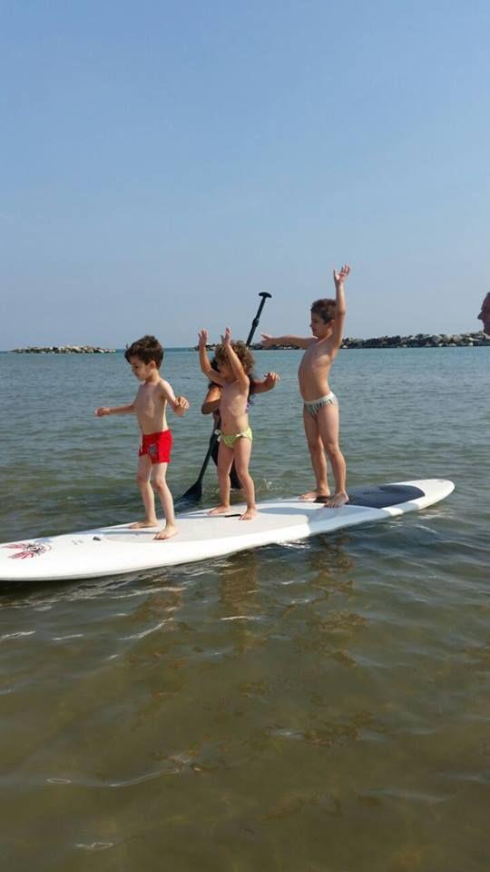 Piccoli surfisti crescono sulla tavola da Stand Up Paddle