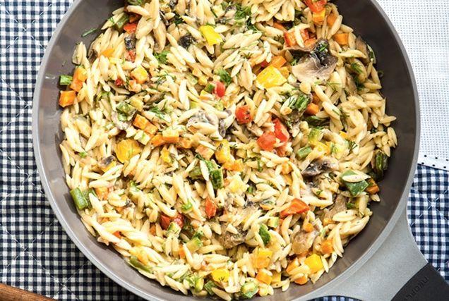 Μανέστρα με λαχανικά και ταχίνι