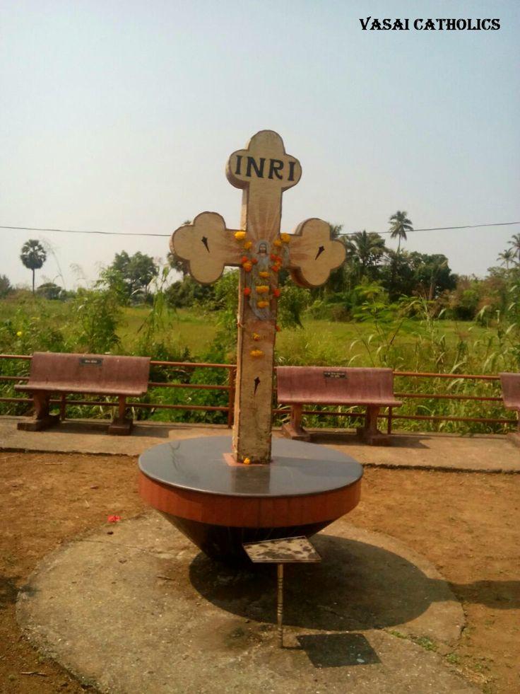 Cross with a scenic view in Bhuigaon.