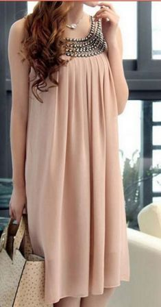 Rochie roz cu aplicatii metalice