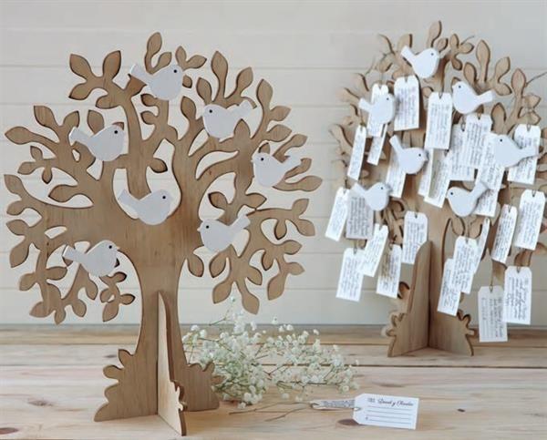 Preciosos árboles de los deseos dónde tus invitados de boda podrán dejaros sus mejores deseos. 96 tarjetas incluidas.    Lote de 2 árboles de los deseos fabricados en madera. 96 tarjetas incluidas, donde vuestros familiares y amigos os dejarán sus mejores deseos.   Un recuerdo para toda la vida.   Medidas árbol: 33x42x3,5 cm