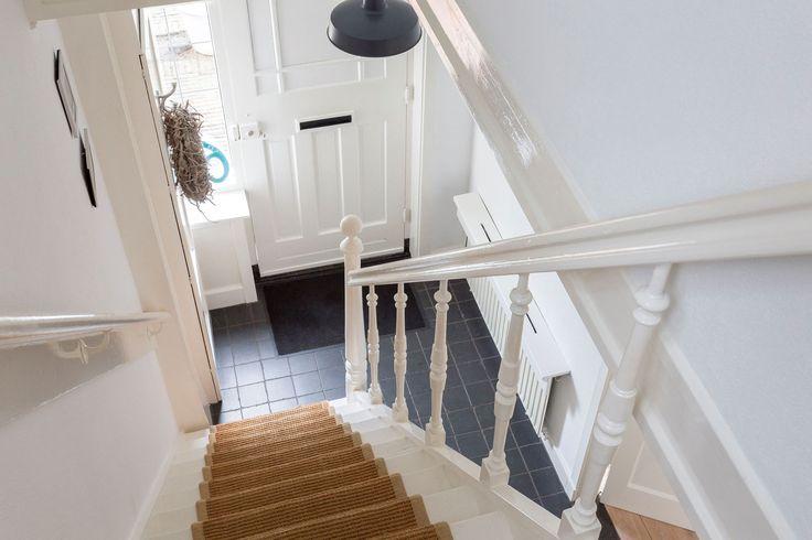 Blik naar beneden op een trap uit de jaren30 jaren 30 trap pinterest - Beneden trap ...