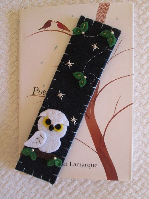 Felt bookmark - Winter gift - Felt Snowy Owl- Owl bookmark - Bookmark with Owl, leaves and silver beads - Gift for readers- Segnalibro in feltro con civetta bianca  di TinyFeltHeart su Etsy