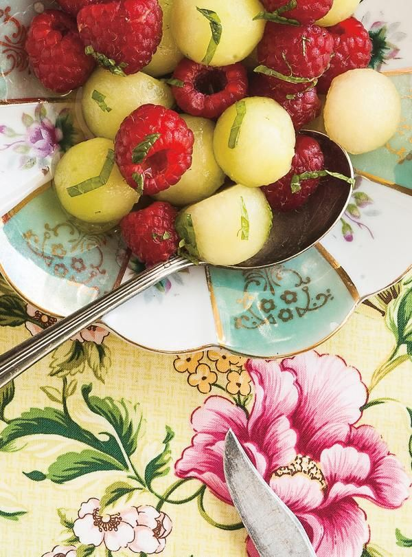 Recette de Ricardo de salade de melon, framboises et menthe