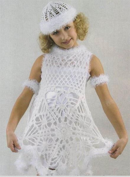 Чем украсить вязаное детское платье