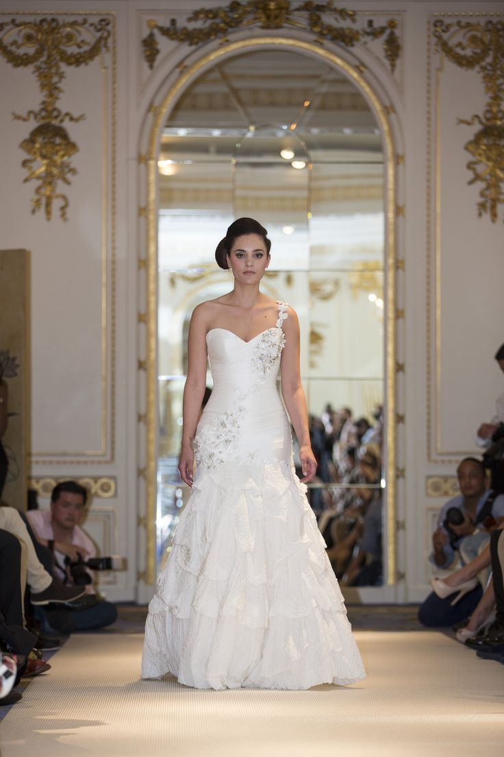 Wow!! unbelieve gowns from the London runway #silk #couture #wedding #gowns #mariachiodo