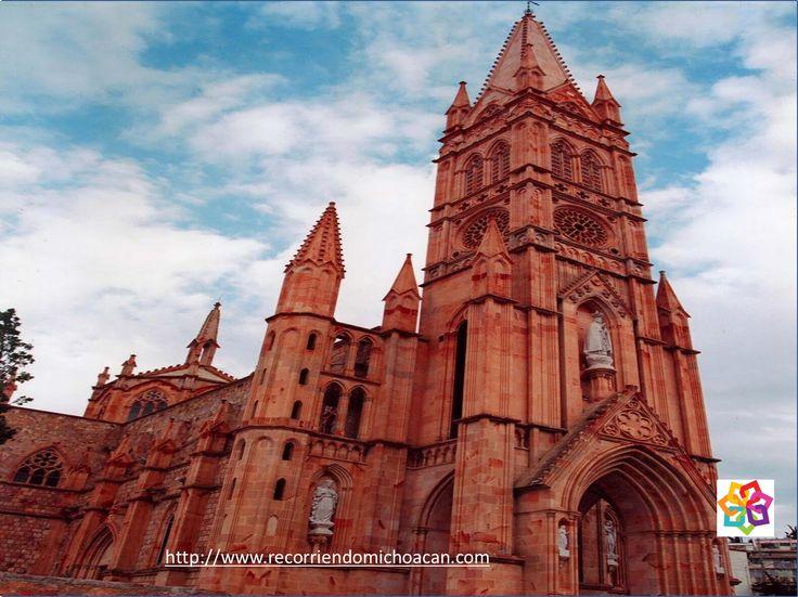 MICHOACÁN MÁGICO Te habla  ¿Dónde se encuentra Tacámbaro? A 80 kilómetros de Morelia, en un ambiente boscoso, puedes conocer el santuario de la Virgen de Fátima, famoso por sus cuatro pinturas de las vírgenes refugiadas de Polonia, Hungría, Lituania y Cuba, traídas a este pueblo mágico, porque los católicos eran perseguidos. HOTEL DELFIN PLAYA AZUL http.//www.hoteldelfinplayaazul.com/portal/