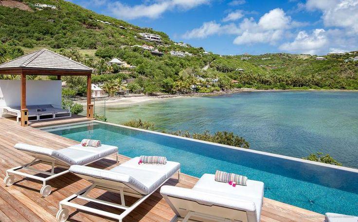 Jacavanou is een moderne en eigentijdse 3 slaapkamers vakantievilla gelegen in Marigot direct aan het water. Deze vakantievilla is geschikt voor 6 gasten