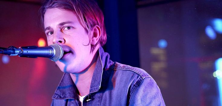 Tom Odell...vocals start at 1;15