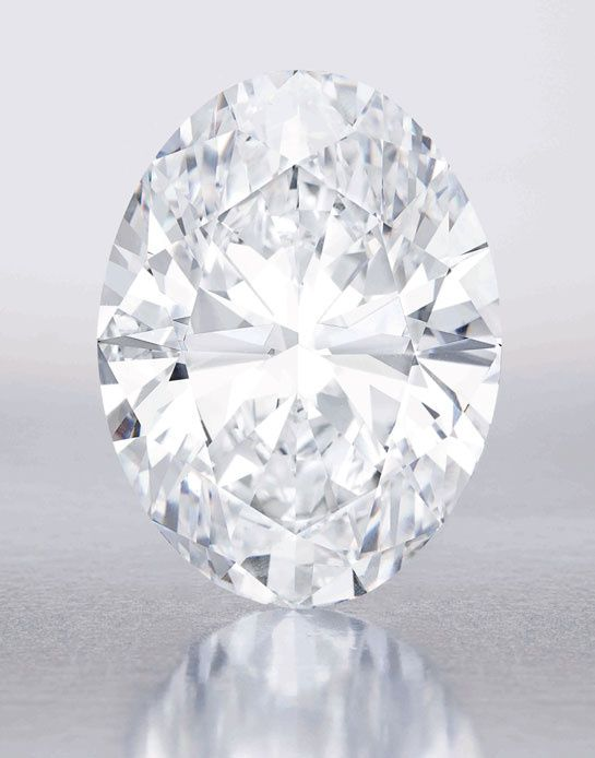 A rare stone discovered in the mines of South Africa, Previously, only four diamonds of over 100 carats have marked the history of showrooms since the 90s: The Mouawad Splendour (101.84 carats), The Star of Happiness (100.36 carats), The Star of the Season (100.10 carats) and Winston Legacy (101.73 carats). October 7, is in Hong Kong Sotheby's will be there to see the new Star stone: a peak at 118.28 carats treasure discovered in the South African mines.