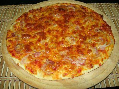 La pizza es de los platos que a todos nos gustan, ¿sabes como sale con una batidora amasadora? te lo mostramos y verás que resultado!