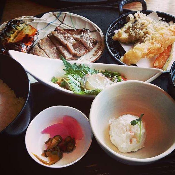 お腹すいた😨 こんな健康的な物を食べたい😨  #食事#居酒屋#ランチ#定食#ご飯#味噌汁#肉#魚#天ぷら#野菜#お腹すいた#健康的#相互フォロー#フォロー返します