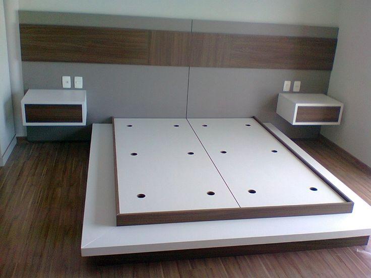 Quarto planejado com painel e cama estilo japonesa