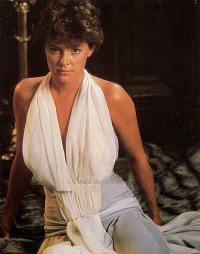 Amanda Bearse as Amy in Fright Night.... I so wanna be her !!!