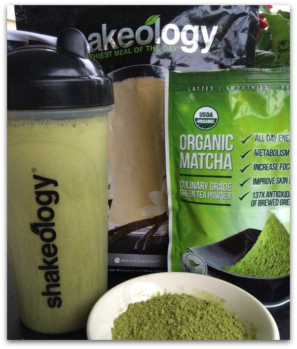 a scoop of ice 1 1/2 cups almond milk 1/2 cup water 1 scoop Vanilla Shakeology (or your fave vanilla protein powder) 1 tsp. Matcha