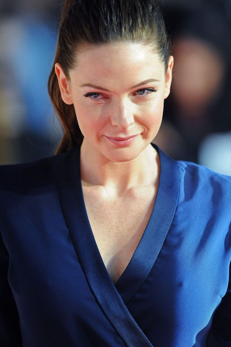 http://www.hawtcelebs.com/wp-content/uploads/2015/07/rebecca-ferguson-at-mission-impossible-rogue-nation-premiere-in-london_32.jpg