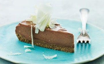Er du vild med cheesecake, så prøv denne variation med to slags chokolade på sprød, krydret bund. MUMS!