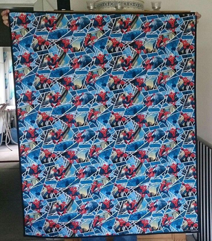 Bagsiden af tæppe med Spiderman