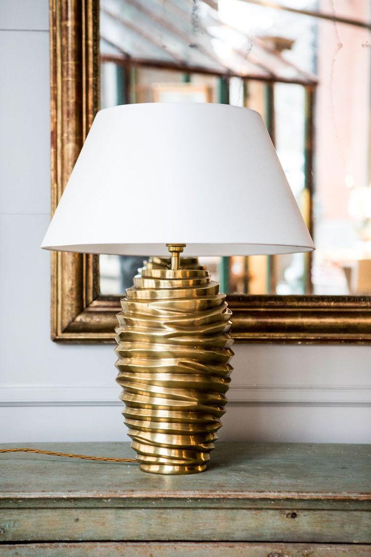 Bordslampa Bologna Vaughan, Mycket elegant lampfot i mässing.