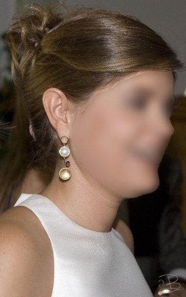 bride golden earrings
