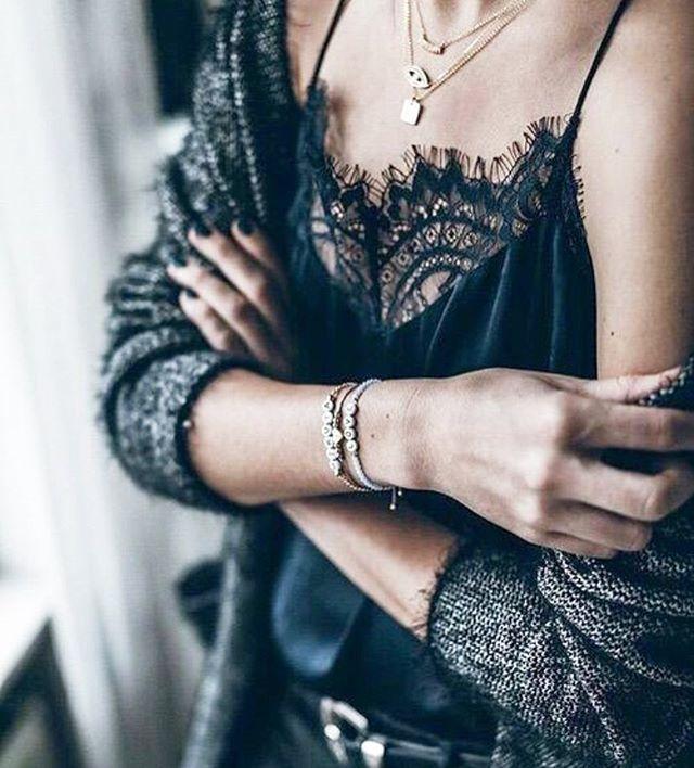 Ya me sigues en 21 buttons? Es la mejor app de moda! Descárgala en el link de mi biografía @personalshopperonline Usuario Styleamazone _______________ You can buy my fab looks in my profile from 21 buttons @styleamazone download the app using the link in my bio @personalshopperonline . . . . #cool #fashion #style