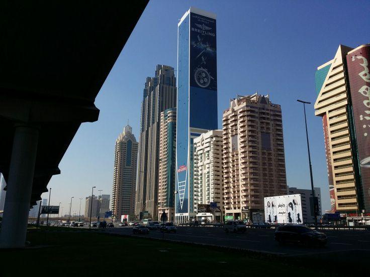 Rascacielos en la zona financiera en dirección al Burj Khalifa Tower