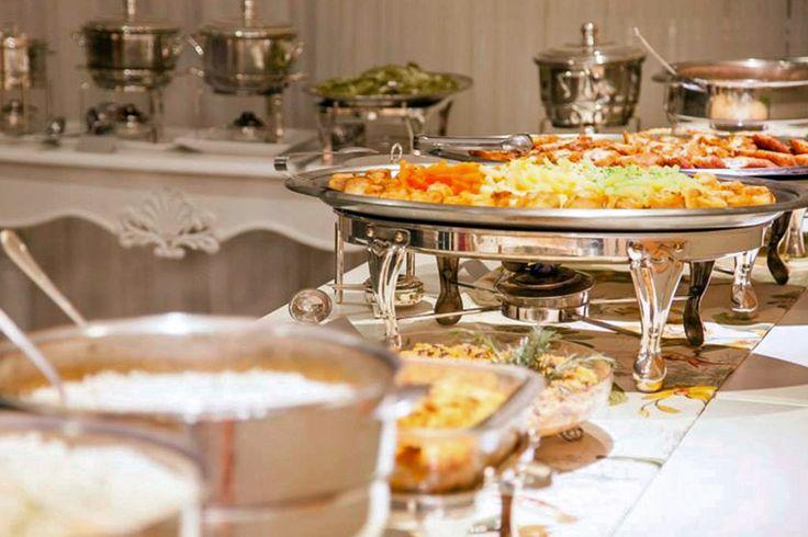 Possuímos o mais completo e variado cardápio para a realização de qualquer tipo de evento. Salgados tradicionais, canapés especiais, massas, carnes, gastronomia internacional, são opções que você encontra no Maestro Gourmet.