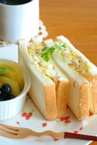 マヨネーズなしで作る「サンドイッチ」 ザワークラウトと粒マスタードがポイント!! これにゆで卵を加えるだけで、と~っても美味しいサンドイッチができます マヨネーズを入れないので、とってもヘルシー おつまみにもなりますよ  ザワークラウトは作り置きができるので とっても便利です ...
