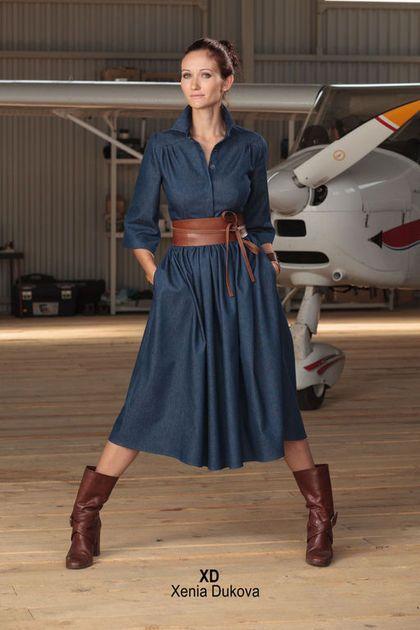 Купить или заказать Джинсовое платье. в интернет-магазине на Ярмарке Мастеров. Креативная разработка марки Xenia Dukova. Платье из джинсовой ткани с карманами. Самая актуальная длина сезона до середины икры. Благодаря добавлению эластана в джинсовую ткань платье очень комфортно. Платье застегивается по всей длине на скрытые пуговицы. К платью прилагается джинсовый пояс, но можно отдельно заказать кожаный пояс-кушак (как на фото, стоимость 3500р).