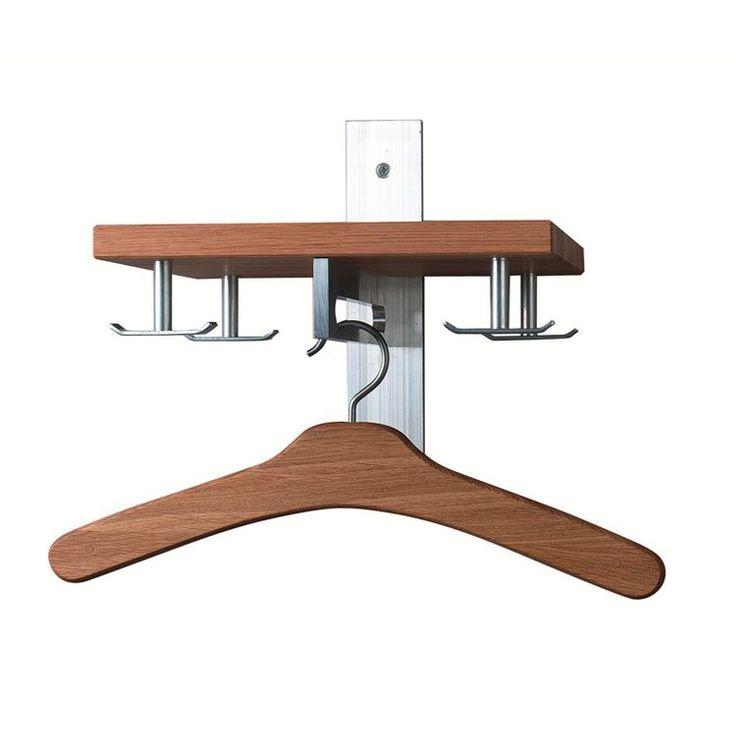 Hallhylla 5 är en nätt liten hatthylla som passar in i den minsta av hallar. Hyllan från Scherlin finns i tre olika utföranden – ek, vit och svart. Fyra ankarkrokar i aluminium och plats att hänga galgar i mitten.