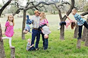 family of 6 photo ideas - Without hanging any kids upside down